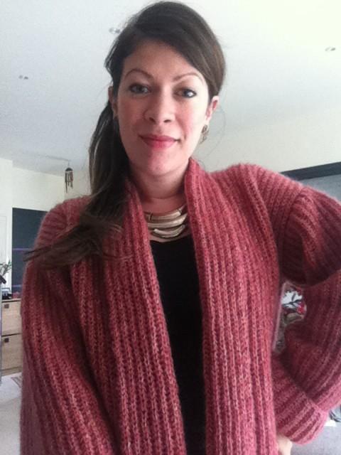 tricoter un gilet un mod le ultra sympa r aliser. Black Bedroom Furniture Sets. Home Design Ideas